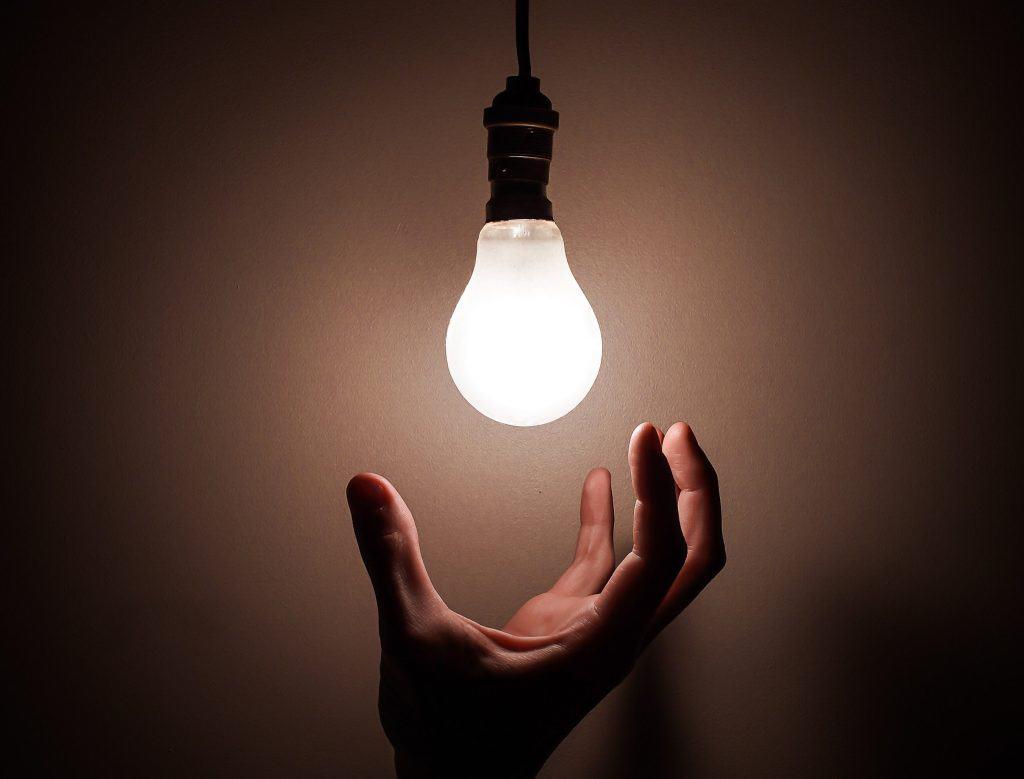 Miten tarinat syntyvät? Mistä ideat tulevat? - Kirjoittajakoulu